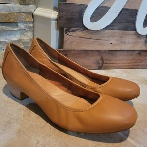 Born Women's Brown Leather Heels Size 11